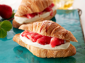 Croissant Ice-cream Sandwich Amao Strawberry